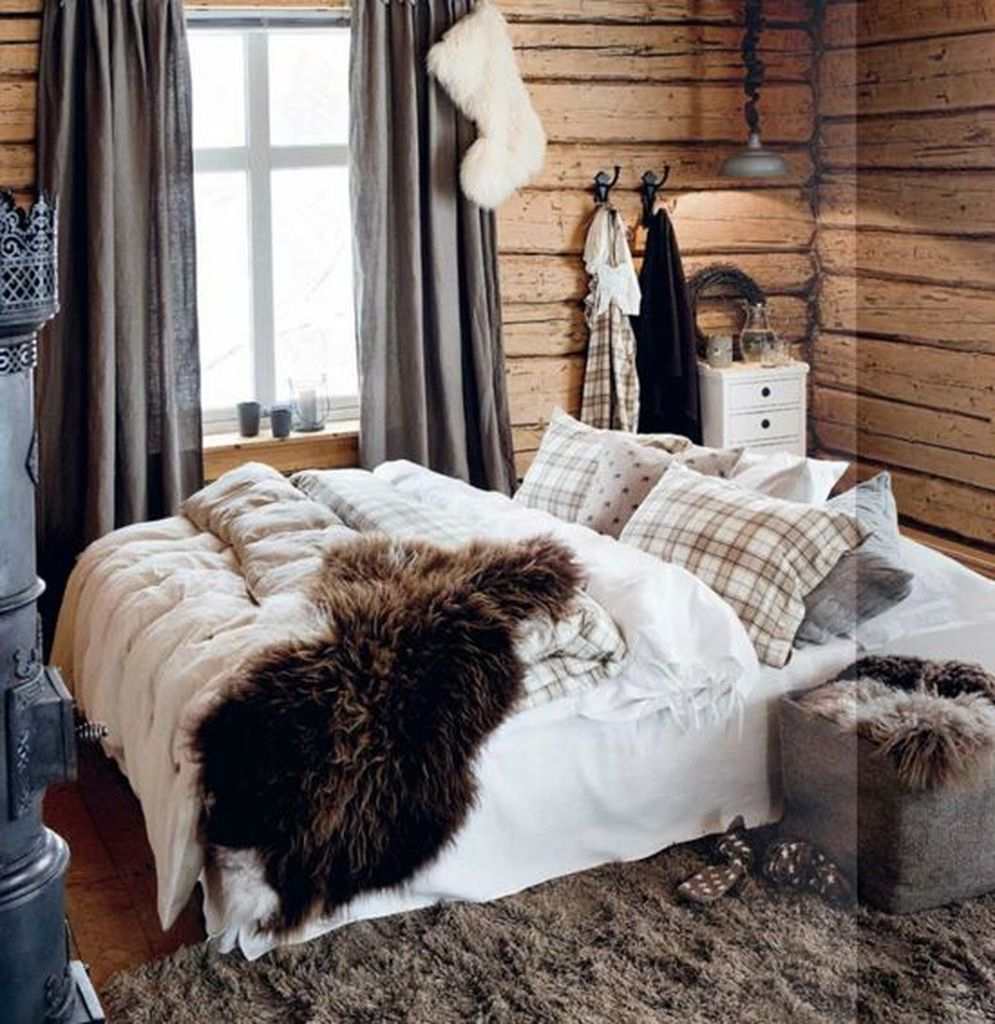Old wooden walls for bedroon this winter