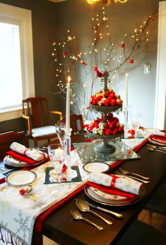 Ornaamen-dining-table-centerpiece.