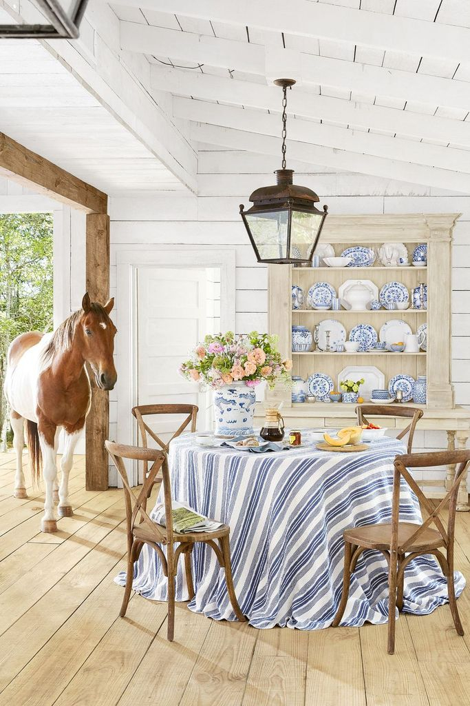 Rustic dining room design with wooden floor