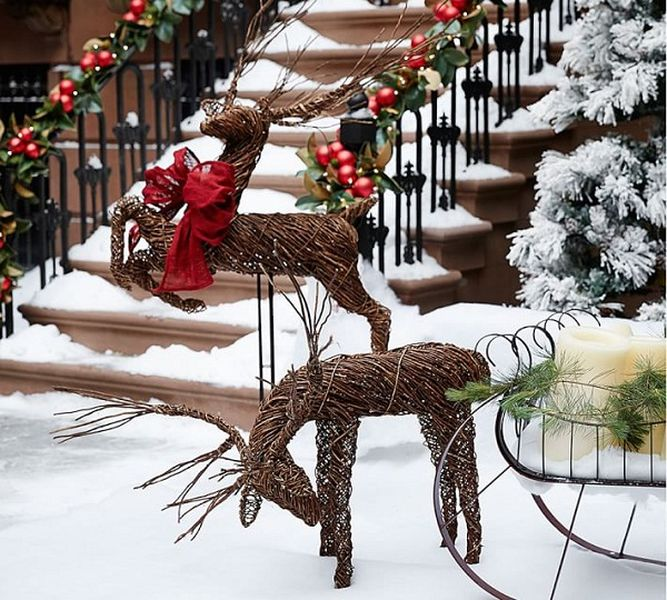 Twig-deer-will-bring-a-rustic-feel-to-your-holiday-decoration-for-front-yard.