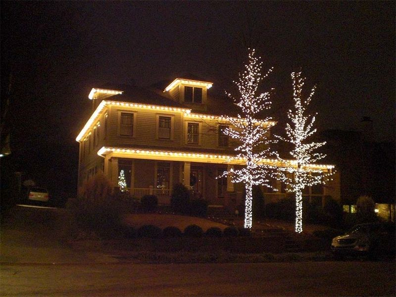 White-and-golden-christmas-lighting-idea