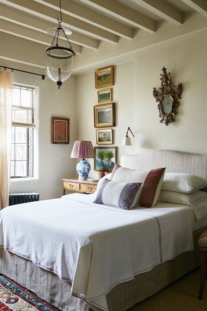 White rustic bedroom decoration