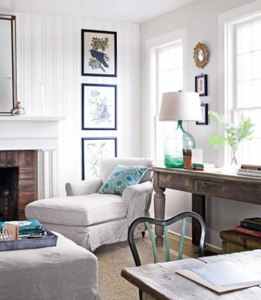 White wall combined with simple wall decoration