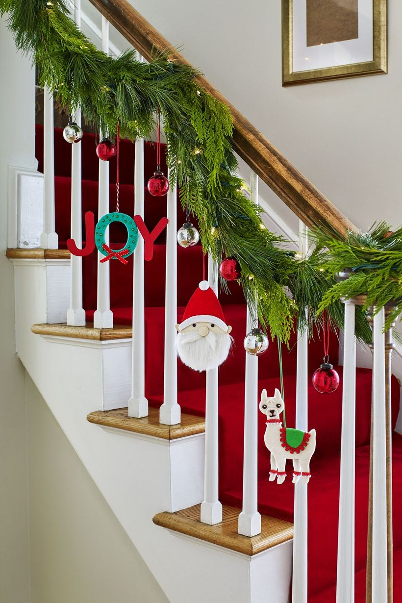 Christmas-around-the-house-ornaments-wdy-1217
