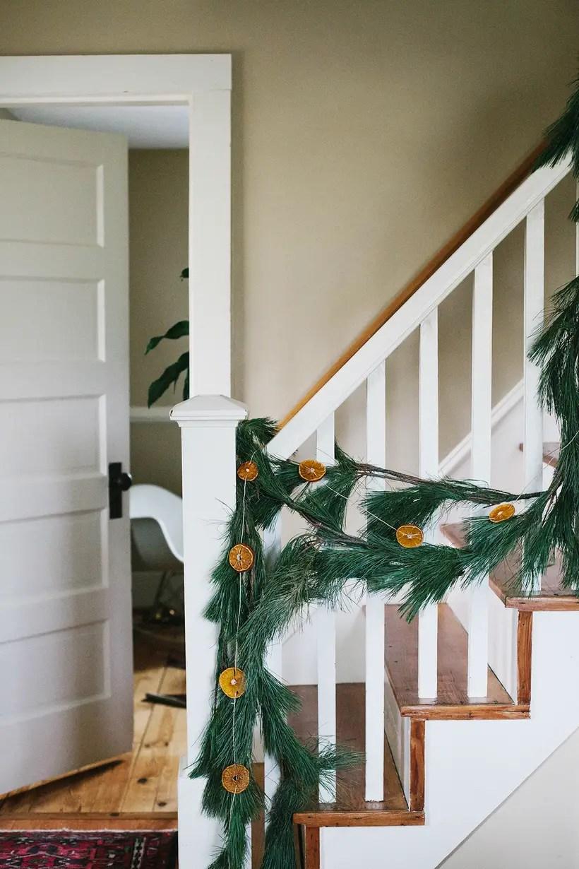 Winter-decorating-ideas-orange-slice-garland-1540999236-1