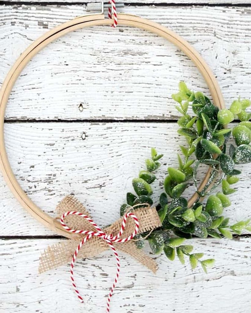 Embroidery-hoop-wreath