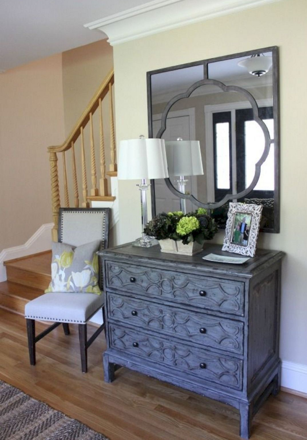 Small-foyer-entryway-decorating-idea-1