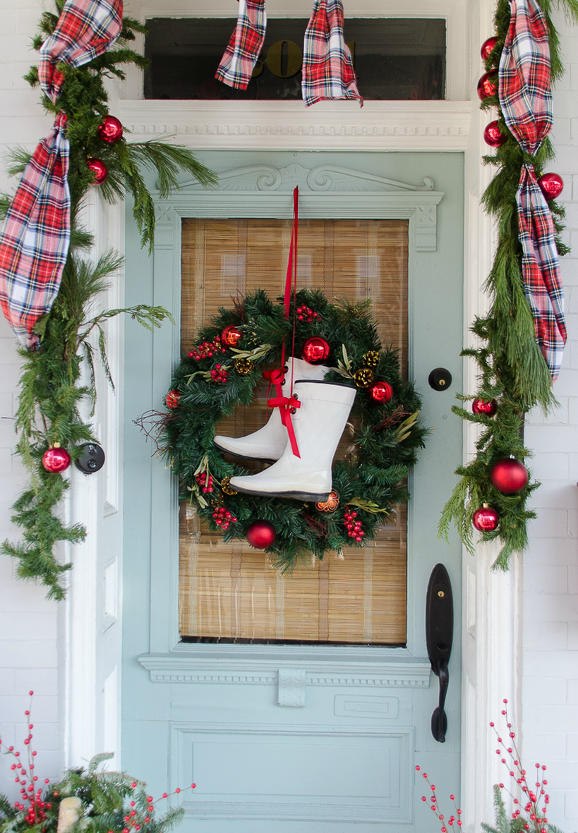 Welcoming-christmas-front-door-with-boot-iful-wreath-would-look-so-cute-with-a-pair-of-worn-cowboy-boots.-1