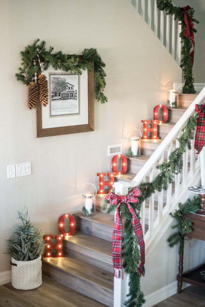 Christmas-decorations-for-stairs-ho