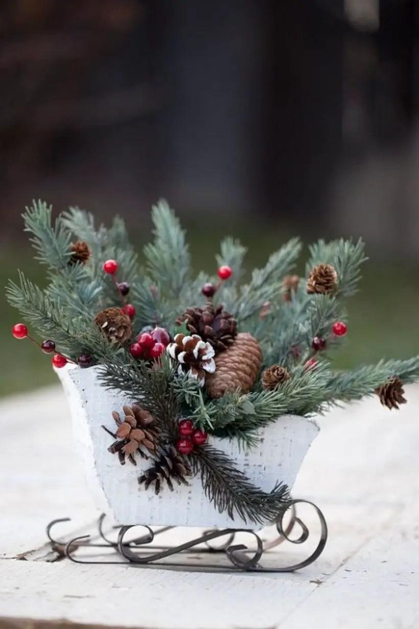 Fun-and-creative-sleigh-decor-ideas-for-christmas-32-554x831-1