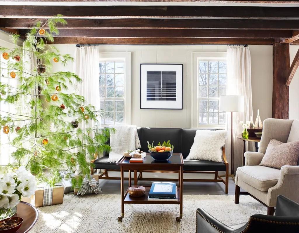 Henderson-christmas-tree-veranda