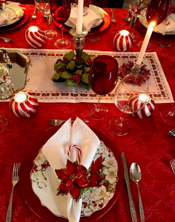 Christmas-candy-cane-tablescape