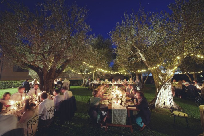 Wedding-dinner-in-tuscany-in-the-illuminated-olive-grove-copia-1024x682-1