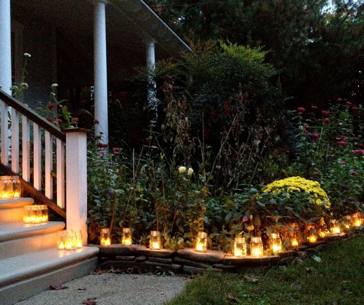 Tea-lights-votive-candles-mason-ball-jars-luminary-holiday-decorations-porch-and-exterior-dc3a9cor-ideas2-1