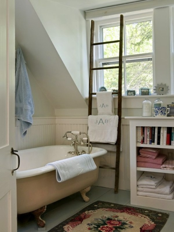 2-wooden-towel-ladder-in-both-rustic-as-well-as-in-modern-bathroom-20-156-1