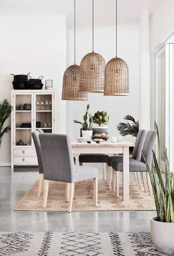Jute-rug-under-dining-room-table-coastal-dining-room-ideas