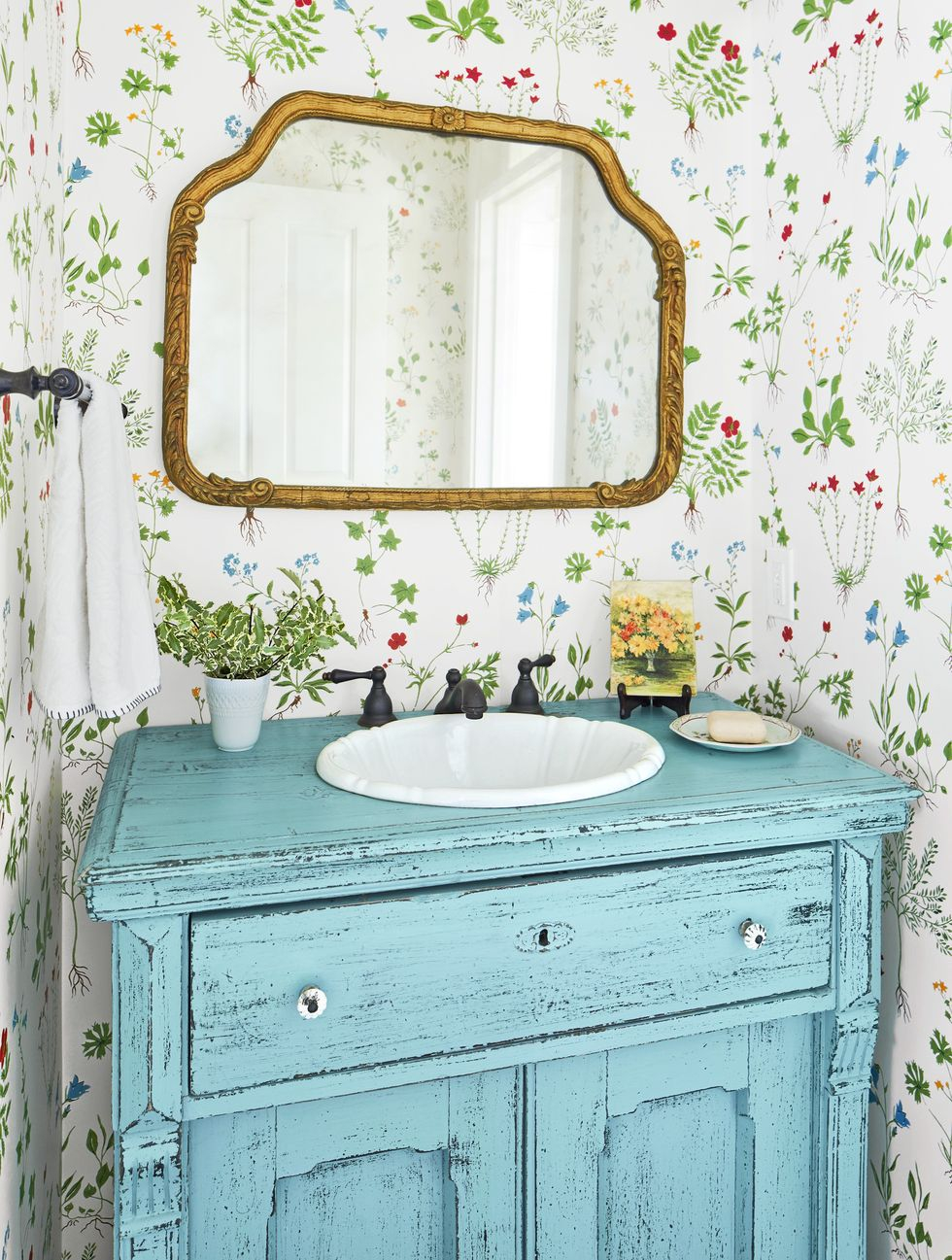 Pretty powder room Vitalizing Half Bathroom Ideas That Refreshing Your Half Space In A Right Way