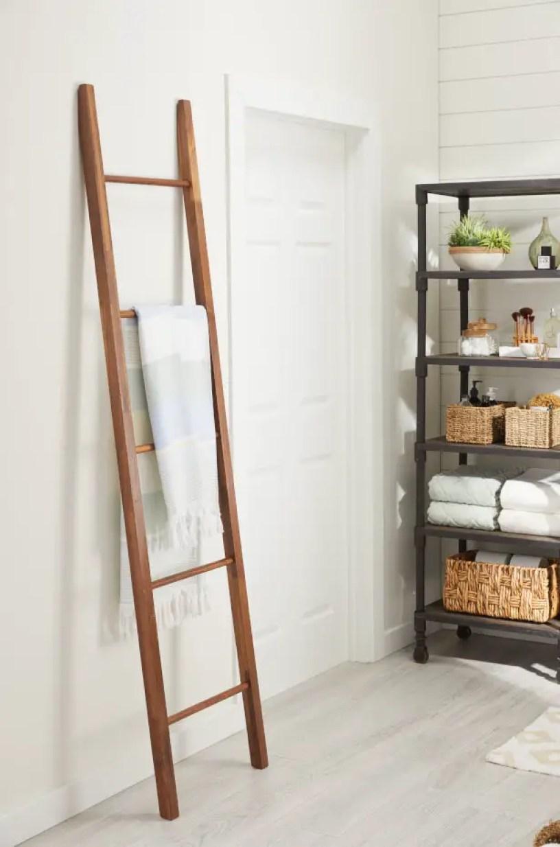 05062019-small-bathroom-storage-decorative-ladder