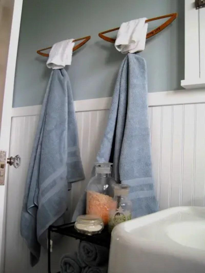 Hangers-towel-storage-hack-e1458680787288