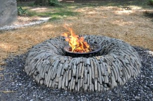 Amazing-flagstone-fire-pit-design