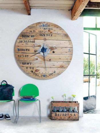 08-reclaimed-wood-wall-clock-diy-pallet-projects-homebnc