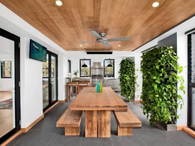 Contemporary-dining-room-with-vertical-gardens (1)