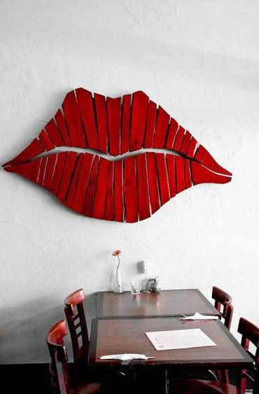 Diy-pallet-lip-wall-art