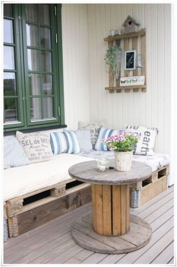 20-small-circular-deck-table-pallet-furniture-homebnc-682x1024@2x