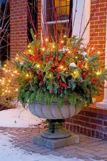 Diy-winter-outdoor-planters-christmas-decorations-porch-pots-ideas-patio-decor-lighted-colorful-urn-farmhouse-garden-apieceofrainbow-22-683x1024-1