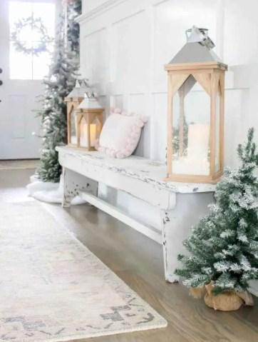 Farmhouse-rustic-winter-entryway-decor-1