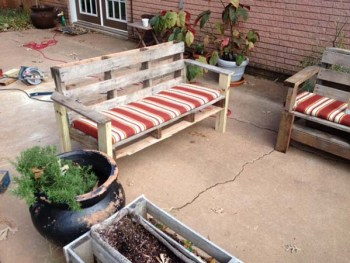 Pallet-outdoor-sofa