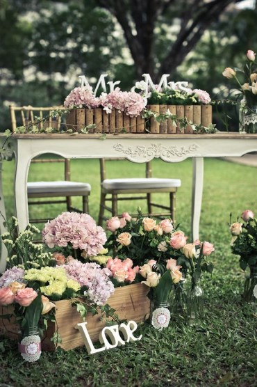 1 06-blush-flowers-for-sweetheart-table-and-other-types-of-decor