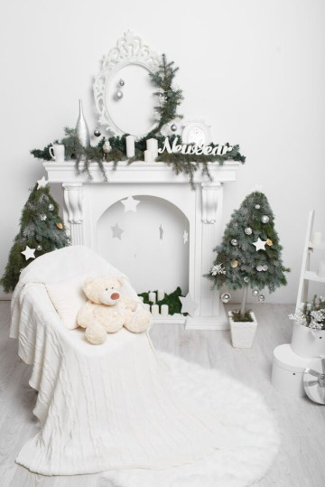 1 elegant-christmas-fireplace-mantel-decoration