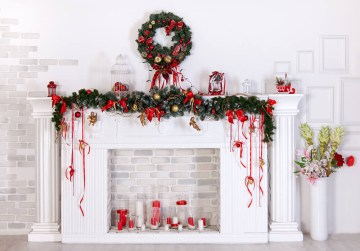 1 traditional-red-green-christmas-mantel