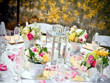 1 beautiful-spring-table-decoration-ideas-with-flowers-4-674