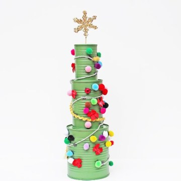 1 metal-can-christmas-tree-craftgawker