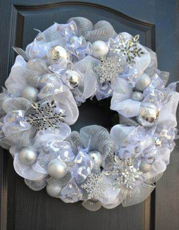 1-white-christmas-silver-snowflakes-wreath-deco-mesh-wreath-tutorial-step-by-step