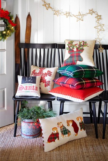13-throw-some-christmas-themed-pillows-and-a-holiday-wreath-to-turn-your-entryway-into-a-winter-one