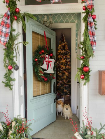 2 beautiful-christmas-porch-ideas-festive-christmas-porch-ideas-by-home-stories-a-to-z
