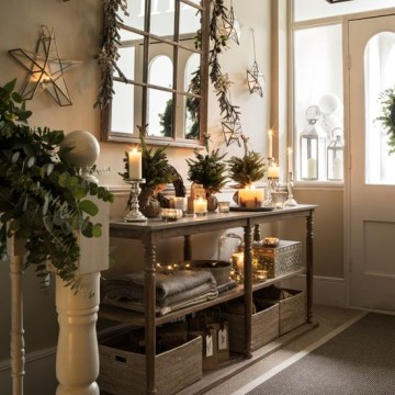 20-eucalyptus-evergreen-branches-3d-stars-and-lights-make-the-entryway-christmas-like