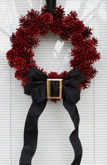22-diy-pine-cone-crafts-ideas-homebnc