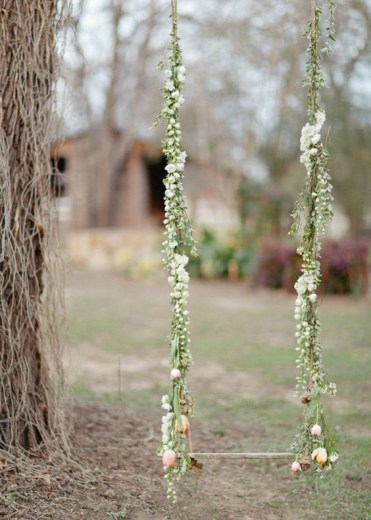 30-romantic-spring-swing-decorated-with-fresh-flowers