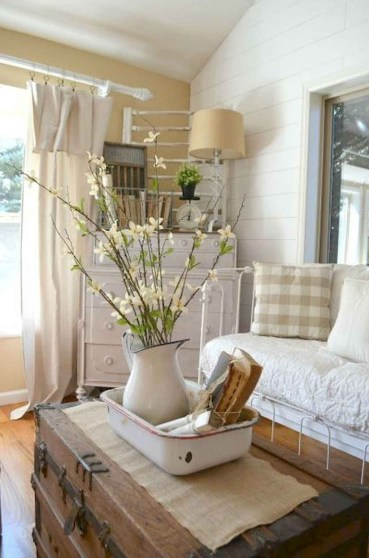37-catchy-farmhouse-spring-decor-ideas