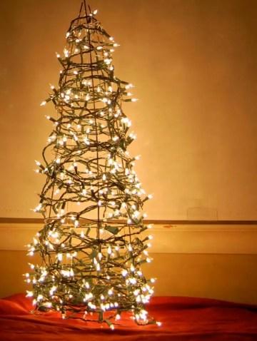Diy-tomato-cage-christmas-tree