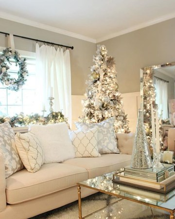 Dreamy-golden-living-room-decoration-at-christmas.