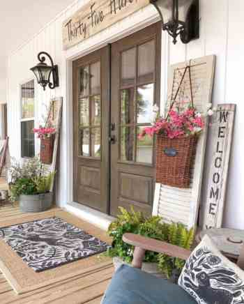Farmhouse-style-porch-decorating-ideas-10-1-kindesign-768x956-1
