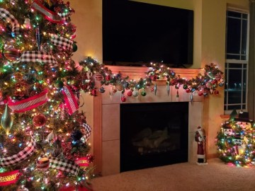 Fireplece-mantel-decoration-ideas-for-christmas-20