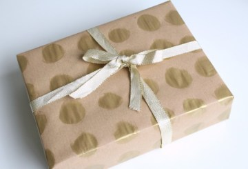 Gold-spotty-gift-wrap-ideas-660x449-1