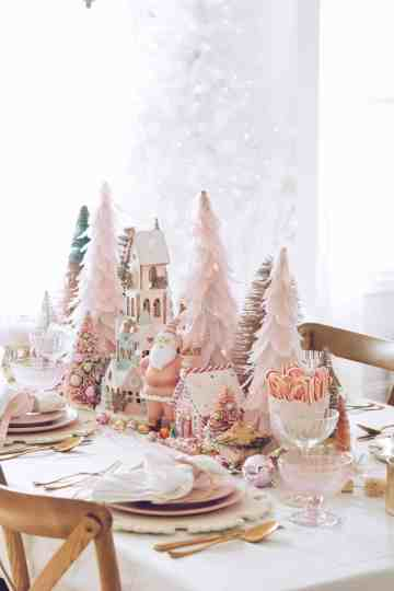 Gorgeous-christmas-table-setting-ideas-19-1-kindesign-1369x2048-1