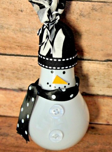 Light-bulb-snowman-ornament